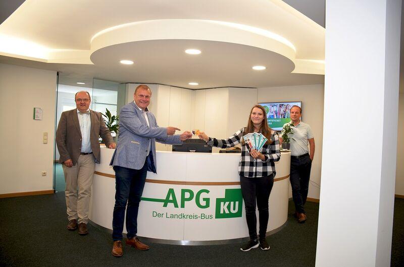 Übergabe 365-Euro-Ticket in APG_Klein